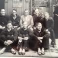 NL waterpolo team - linksonder Hans Maier achter trainer Frans Kuiper
